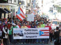 """@ElNuevoDia : """"La marcha -que paralizó la circulación de vehículos en el casco sanjuanero- se inició al filo de las 2:00 p.m. en la plaza Colón y fue recibida –sin incidentes– frente a la residencia del gobernador por unos 15 policias."""""""