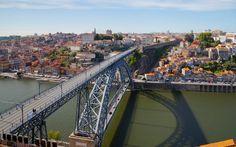El puente Luís I es un puente sobre el río Duero que une Oporto con Vila Nova de Gaia. Fue inaugurado en 1886 y es uno de los lugares emblemáticos de la ciudad. El proyecto fue desarrollado por la empresa belga Société de Willebroeck.
