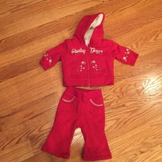 Baby Gap outfit Infant 3-6 months baby Gap outfit. Hoodie with faux fur lining and matching sweatpants. Great condition! GAP Matching Sets