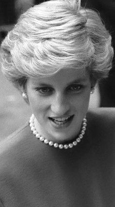 Diana Photos page 1 - RoyalDish is a forum for discussing royalty. The Danish and British Royal Families in particular, so get your snark on! Lady Diana Spencer, Kate Middleton, Princess Diana Family, Princess Of Wales, Princess Diana Hair, Princesa Diana, Most Beautiful Women, Beautiful People, Diana Fashion