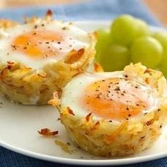 Try Egg Topped Hash Brown Nests! You'll just need 1 box oz) Betty Crocker™ Seasoned Skillets® hash brown potatoes, Hot water, salt and margarine called. Muffin Tin Recipes, Egg Recipes, Brunch Recipes, Cooking Recipes, Muffin Tins, Recipies, Healthy Recipes, What's For Breakfast, Breakfast Dishes