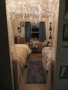 College dorm room ideas for girls cute student decor decorations style lights cozy women layout unique My New Room, My Room, Girl Room, Cute Dorm Rooms, Old Miss Dorm Rooms, Cozy Dorm Room, String Lights Dorm, Hanging Lights, Fairy Lights