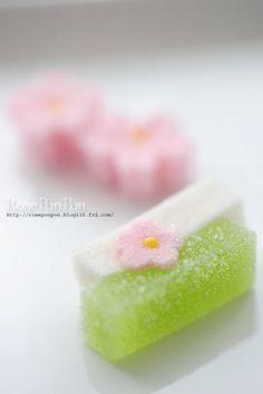 桜の季節の可愛い干菓子 Seasonal dry confectionery