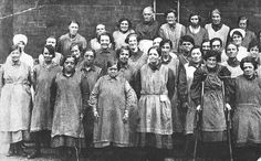 Workhouse women, Leeds, England, about 1900 Victorian Life, Victorian London, Victorian History, Victorian Photos, Victorian Women, Antique Photos, Women In History, British History, Vintage Pictures