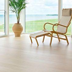 parkett 1 stav ask wideplank hvitmattlakket Wishbone Chair, Living Room, Furniture, Home Decor, Lily, Modern, Homemade Home Decor, Sitting Rooms, Home Furnishings