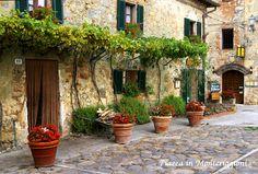 Piazza in Monteriggioni, Tuscany