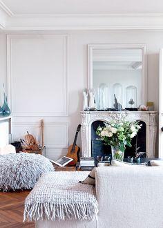 Salon cocoon: create a cozy living room in 8 lessons Parisian Chic Decor, Eclectic Decor, Parisian Style, Style At Home, Home Decor Inspiration, Decor Ideas, Room Ideas, Home Decor Accessories, Cheap Home Decor
