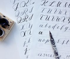 Übungsblätter für verschiedene Kalligrafiestile
