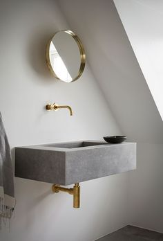 Brass bathroom fittings and concrete floating sink. Contemporary Bathrooms, Modern Bathroom, Small Bathroom, Modern Sink, White Bathrooms, Luxury Bathrooms, Master Bathrooms, Dream Bathrooms, Brass Bathroom