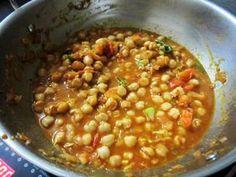 Punjabi Chole Recipe – Yummy Recipes Easy Dinner Recipes, Yummy Recipes, Yummy Food, Easy Chole Recipe, Chhole Recipe, Punjabi Food, Indian Food Recipes, Ethnic Recipes, Chana Masala