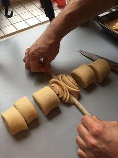 Make Franzbrötchen yourself, that& how it works! Delicious - - Franzbrötchen selber machen, so funktioniert das ganz einfach! Lecker Make Franzbrötchen yourself, that& how it works! Baking Recipes, Dessert Recipes, Brunch Recipes, Bread Shaping, Bread Art, Bread And Pastries, Food Decoration, Creative Food, Cinnamon Rolls