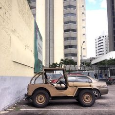 Ein Injerto Willys body on a VW engine #morninautos #soloparking #chivera #vwmotor #vwlove #vw #willys #4x4 #militarystyle (at Los Dos Caminos. Av. Sucre)