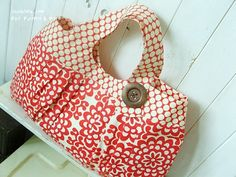 """The """"Melanie"""" bag - I think I must get the pattern for this one..."""