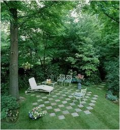 (2/5)2.Put on tables and chairs Put a few square tables and chairs on the lawn, read a book or sit and chat with friends, or close your eyes and rest in nature ... an eyeful of green, there was a near or by far the flowers and plants, the city life becomes less footprint