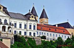 Érseki Palota Veszprén Palaces, Homeland, Hungary, Castles, Mansions, House Styles, Home Decor, Decoration Home, Palace