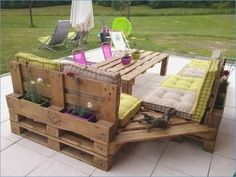 Wooden pallet furniture ideas offer you a great solution for your outdoor. If you need outdoor furniture, you can grab a wooden pallet to start your project. This is what you need to make your backyard and patio look functional. Pallet Garden Furniture, Outdoor Furniture Plans, Furniture Projects, Diy Furniture, Antique Furniture, Furniture Design, Garden Pallet, System Furniture, Homemade Furniture