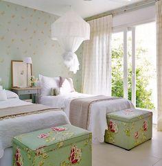 dormitorio_con_papel_y_tela_coordinada_1034x1280