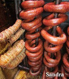 Receita da Sandra Lúcia    (com foto)  .  2 pernis de porco sem pele (+/-15 kg cada)  3 % de sal  2 bolinhas de noz moscada  30 gramas de ...