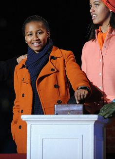 We can't believe it's been a little over four years since Malia and Sasha Obama stole our hearts. Mr Obama, Barack Obama Family, Malia Obama, Obamas Family, Obama Daughter, First Daughter, Barrack And Michelle, Michelle Obama, Obama Sisters