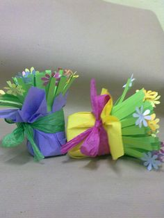 fiori... Cute Crafts, Diy And Crafts, Arts And Crafts, Paper Crafts, Spring Art, Spring Crafts, Holiday Crafts, Mothers Day Crafts, Easter Crafts For Kids