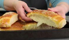 Εύκολη συνταγή για αφράτα σπιτικά ψωμάκια! Hot Dog Buns, Hot Dogs, Hamburger, Breads, Brioche, Brot, Bread Rolls, Bread, Burgers