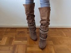 So luxe yet cas (zzhh??)- I love knee high brown suede boots, and suede buckles- icing on the cake!!