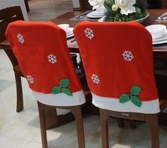 Crochet Christmas Gifts, Christmas Bows, Homemade Christmas Gifts, Christmas Time, Christmas Crafts, Crochet Gifts, Christmas Chair Covers, Chair Back Covers, Christmas Table Settings