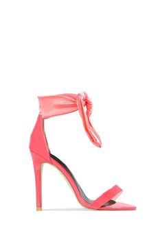 87f9c37b66afc1 Une sandale aux détails soignés et très originaux de couleur rose, pour  agrémenter vos magnifiques