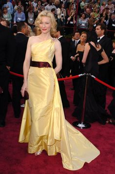 """Cate Blanchett in Valentino 04' Oscars where she won 'Best Supporting Actress' for her role as film icon Katherine Hepburn alongside Leonardo DiCaprio [who portrayed Howard Hughes] in Martin Scorsese's Bio """"The Aviator"""""""