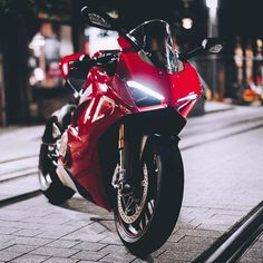 Modular Motorcycle Helmets, Motorcycle Jeans, Futuristic Motorcycle, Honda Scrambler, Ducati Motorcycles, Yamaha, Moto Wallpapers, Ducati Hypermotard, Old Bikes