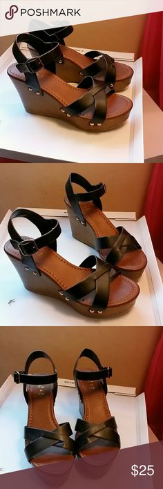 Black wedges New perfect  condition Shoes Wedges