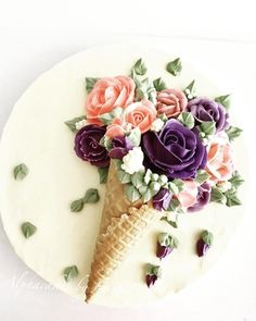 Flower Cone by Loan Phan I suggest putting dome cake underneath and ALLWAYS leav. decorations cake Flower Cone by Loan Phan I suggest putting dome cake underneath and ALLWAYS leav. Pretty Cakes, Cute Cakes, Beautiful Cakes, Amazing Cakes, Buttercream Flower Cake, Flower Cupcakes, Buttercream Cake Decorating, Buttercream Cake Designs, Buttercream Icing