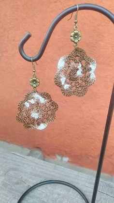 Silviatetetami / Náušnice - čokoládový kvet Crochet Earrings, Bronze, Jewelry, Fashion, Jewellery Making, Moda, Jewelery, Jewlery, Fasion