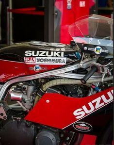 Old skool Moriwaki Suzuki. Look at the thin frame tubing! Suzuki Superbike, Suzuki Gsx R 750, Suzuki Bikes, Gsxr 750, Suzuki Motorcycle, Motorcycle Art, Custom Street Bikes, Custom Motorcycles, Led Zeppelin