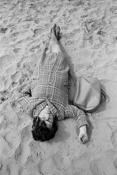 Martin Parr GB. England. Blackpool. Beach Life. 1970. Martin Parr, Vintage Photography, Street Photography, Portrait Photography, Landscape Photography, Fashion Photography, Vintage Photo Booths, Vintage Photos, Magnum Photos