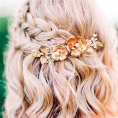 Gorgeous Braided Prom Hairstyles for Short Hair - . Gorgeous Braided Prom Hairstyles for Short Hair – love this pretty half up braided style with a floral hair accessory Prom Hairstyles For Short Hair, Spring Hairstyles, Trendy Hairstyles, Hairstyles 2018, Hairstyles For Graduation, Simple Hairstyles For Medium Hair, Bob Wedding Hairstyles, Short Hairstyles For Wedding Bridesmaid, Wedding Hairstyle Short Hair