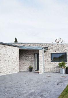 Praktisk hus med lyse mursten