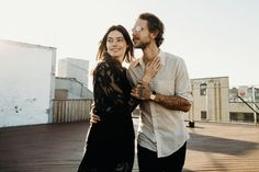 NYC Loft // A slow Saturday afternoon hanging out in two lovers New York City industrial loft apartment complete with roof hangs. Engagement Photo Outfits, Engagement Photo Inspiration, Couple Goals Relationships, Romantic Photos, Urban City, Fashion Couple, Couple Outfits, Couple Photography, Photography Business