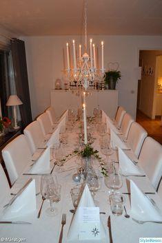 nyårsdukning i vitt,nyår 2012,matsalsbord,placeringskort Table Settings, Table Decorations, Crafts, Craft Ideas, Furniture, Home Decor, Manualidades, Decoration Home, Room Decor