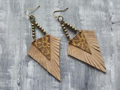 Leather earrings. Native earrings. Tribal earrings. Boho earrings. Bohemian earrings. Bronze earrings. Brown suede earrings. Fringe earrings. Western earrings. Materials: suede leather,bronze jewelry findings. Color: brown,bronze. Length with hooks: 9.5 cm( 3.75) If you have any questions, please contact me. You can view more items in my shop: https://www.etsy.com/uk/shop/VelmaJewelry Shipping information: UK delivery 1-3 business days EU delivery 3-5 business days...