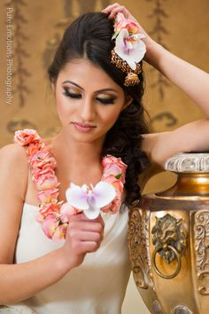 Suhaag garden floral jewelry design roses and orchids 1 Indian Wedding Flowers, Indian Wedding Jewelry, Floral Wedding, Bridal Jewelry, Flower Jewelry, Headpiece Jewelry, Jewellery, Garland Wedding, Wedding Decor