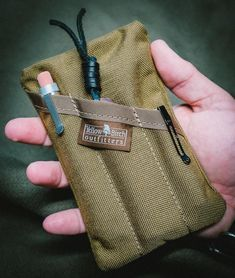 The PocKit EDC Pocket Organizer Classic carry Coyote Brown Edc Bag, Edc Gadgets, Pocket Organizer, Edc Everyday Carry, Edc Tools, Krav Maga, Survival Gear, Survival Skills, Folding Knives