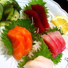 Sashimi -- my favorite! Asian Recipes, Ethnic Recipes, Sashimi, Soup And Salad, Bon Appetit, Tuna, Nom Nom, Soups, Breads