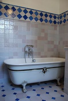 Carrelage Bleu Méditerranée - Cuisine - Salle de Bains - Faïence de Provence à Salernes - CARRELAGES BOUTAL Clawfoot Bathtub, Provence, Habitats, Bubbles, Bathroom, Architecture, Decoration, Google, Short Dresses
