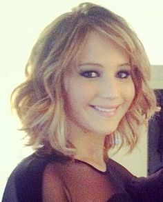 Jennifer Lawrence shoulder length hairstyle #hairstyleforroundfaces