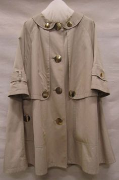Burberry, 2000-2010, Gemeentemuseum Den Haag. #modemuze #gemeentemuseum #trenchcoat