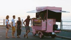 10 conseils imparables pour créer son entreprise sans argent Coffee Van, Coffee Shop, Foodtrucks Ideas, B Food, Mini Pancakes, Beautiful Desserts, Pop Up Shops, Tight Budget, Cool Trucks
