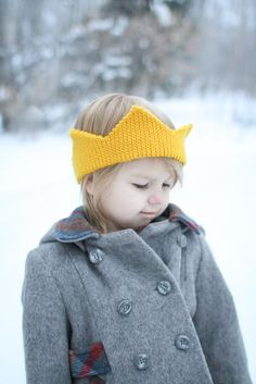 Free crochet crown pattern. cute but I would add gemstone buttons or  something to dress 8f858eecc77
