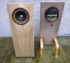 Another idea planted in the depths of November is to start making open baffle speakers using vintage Utah, Realistic, Electro Voice, Knight. Open Baffle Speakers, Diy Speakers, Speaker Box Design, Audiophile Speakers, Electrical Projects, Door Handles, November, Beauty Case, Loudspeaker