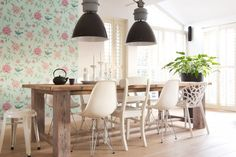 Robuuste eettafel met mix & match stoelen